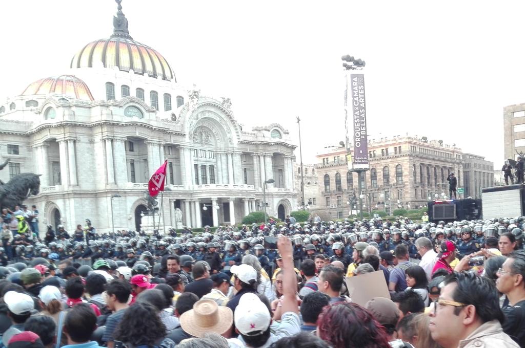 Marcha de apoyo a la CNTE en #CDMX